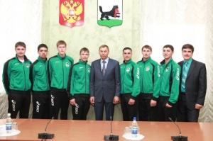 Мэр Иркутска наградил волейболистов ИНК