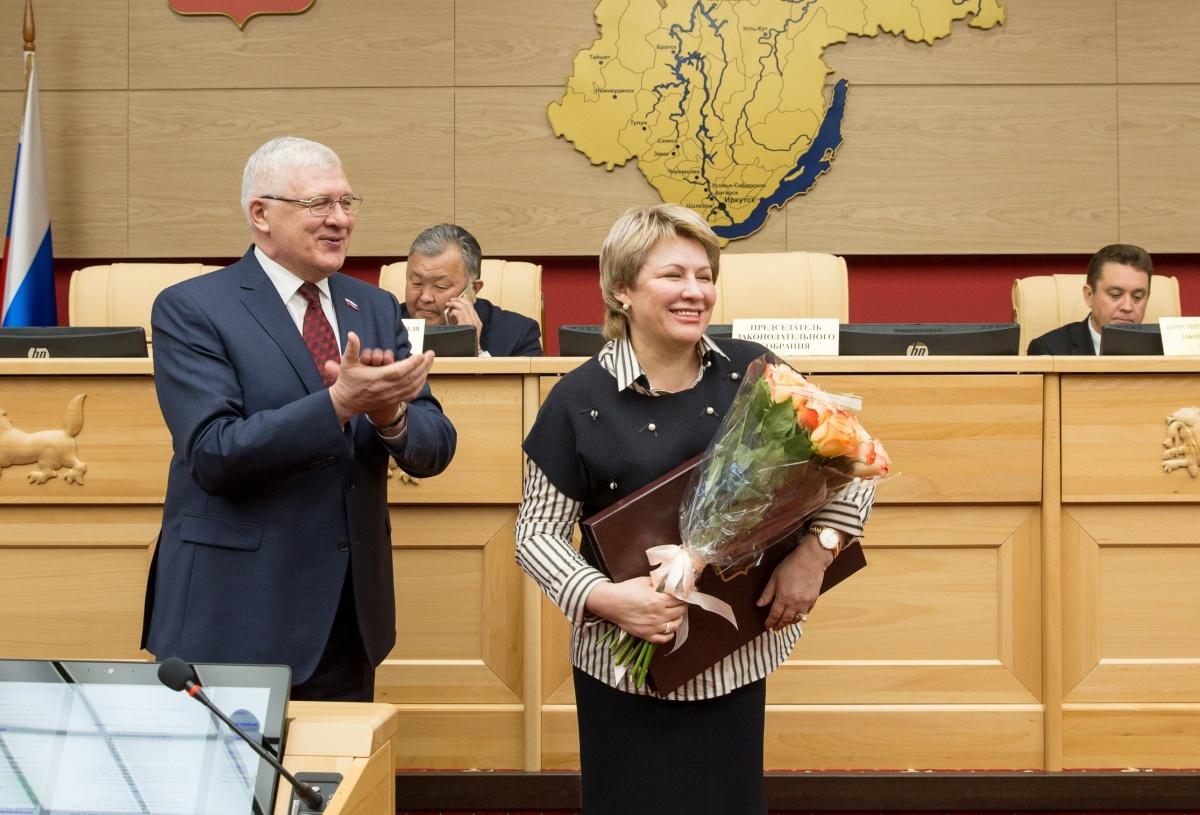 Генеральный директор ИНК Марина Седых награждена почетной грамотой областного парламента